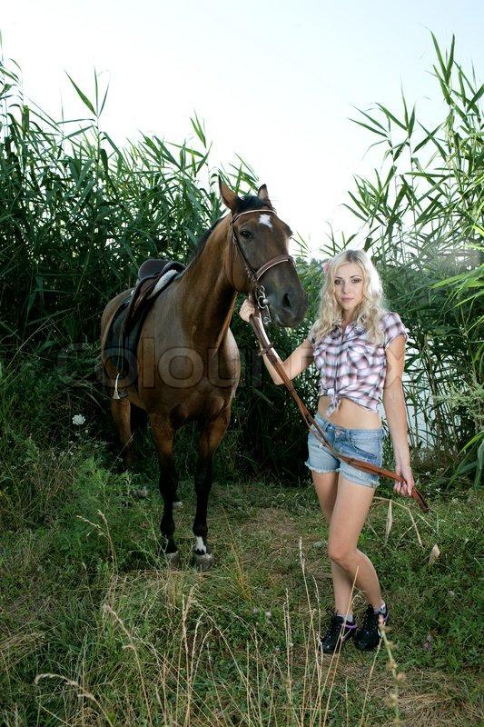 Sie LäSst Sich Vom Pferd Ficken