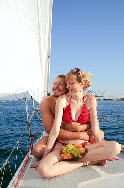 Женщина сняла парня на яхту, спортсменка в колготках и купальнике галерея