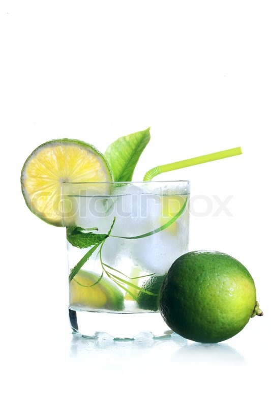 Mojito -Cocktail im Glas mit Eis | Stock-Foto | Colourbox