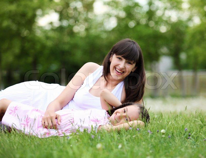 Kleine junge Mutter