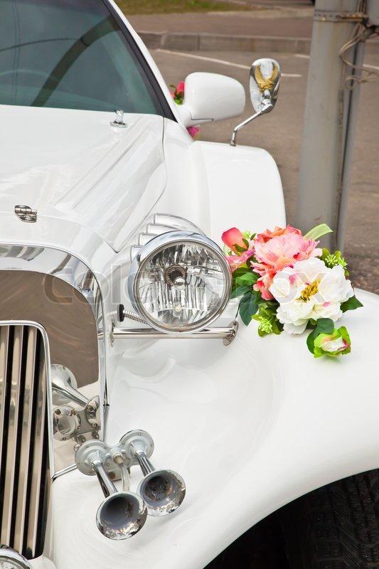 Schone Hochzeit Blumen Auf Dem Auto Stockfoto Colourbox