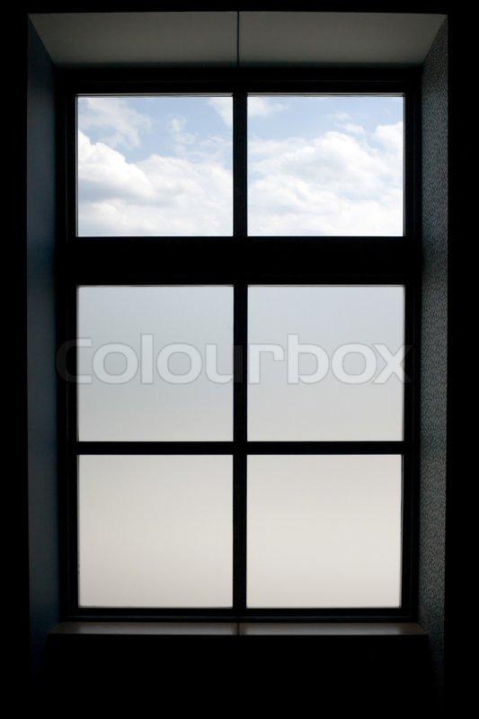 innenansicht eines modernen fenster das milchglas auf dem unteren scheiben stock foto colourbox. Black Bedroom Furniture Sets. Home Design Ideas