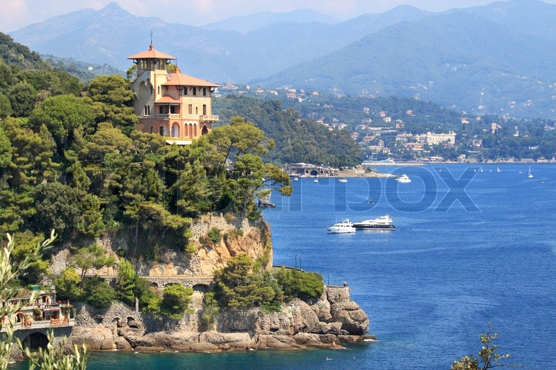 Traditional italian house on the cliff over beautiful bay for Classic italian house