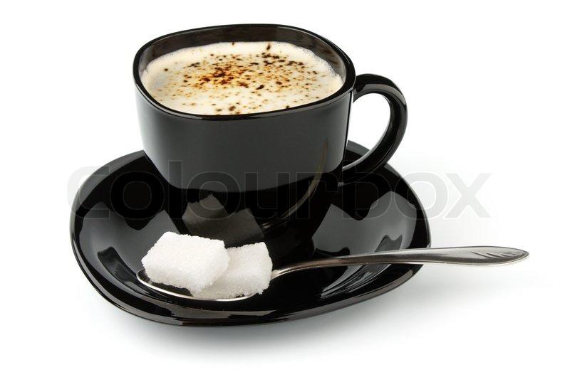 schwarze tasse kaffee und w rfelzucker isoliert auf wei em. Black Bedroom Furniture Sets. Home Design Ideas