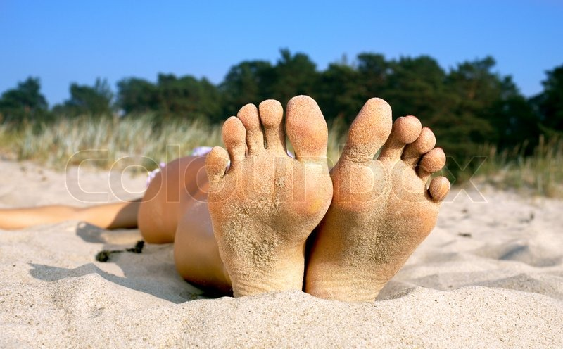 Stock image of 'Soles and toes of beach girl'