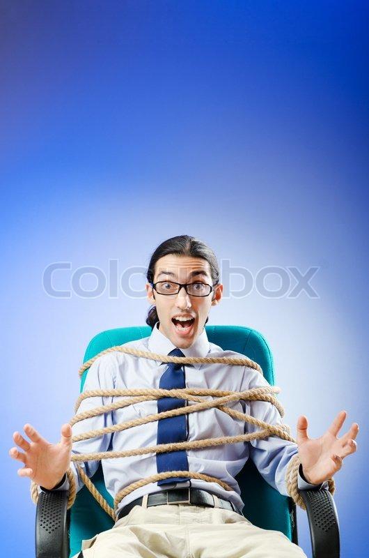фото привязанных парней к креслу мужчины мечтают