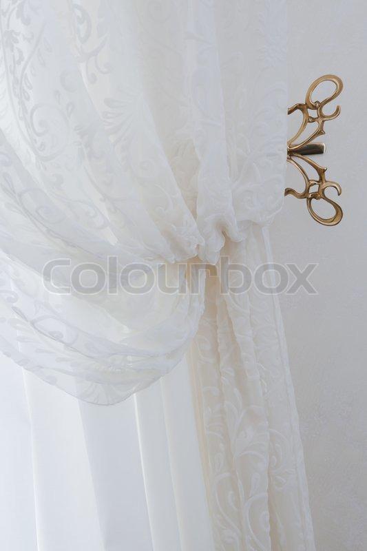 gardiner hvide Smukke transparente hvide gardiner i en lejlighed | stock foto  gardiner hvide