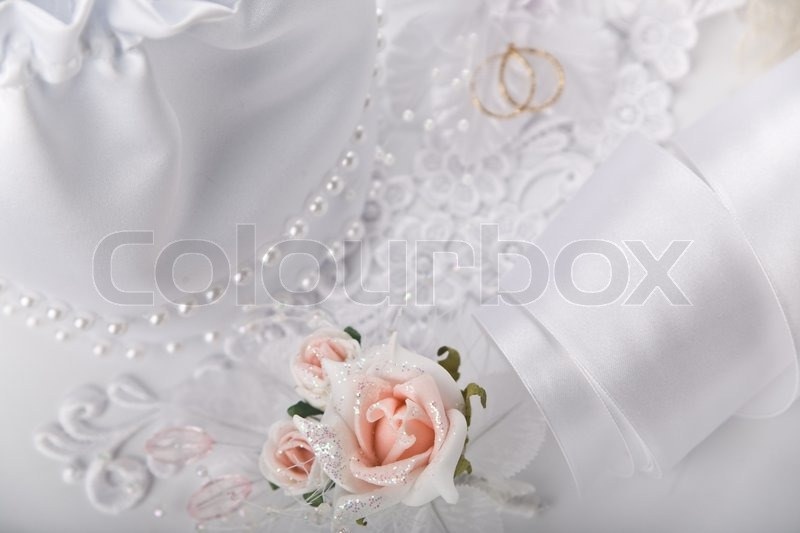 Image of 'Wedding card with white decoration accessories