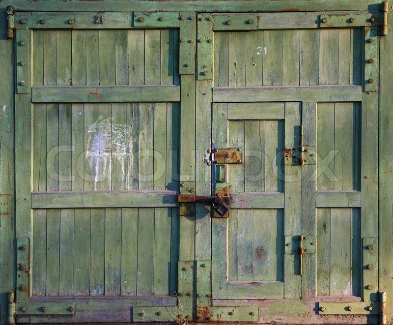 Geschlossen alte tor textur stock foto colourbox for Door to gate kontakt