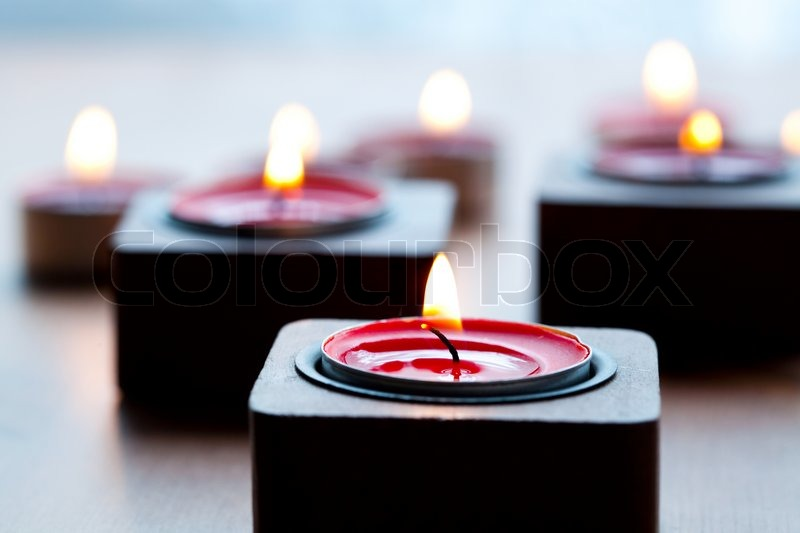 close up der roten teelicht kerzen f r weihnachten stockfoto colourbox. Black Bedroom Furniture Sets. Home Design Ideas