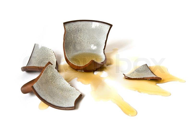 Kaputte Tasse Tee Auf Wei Em Hintergrund Stock Foto