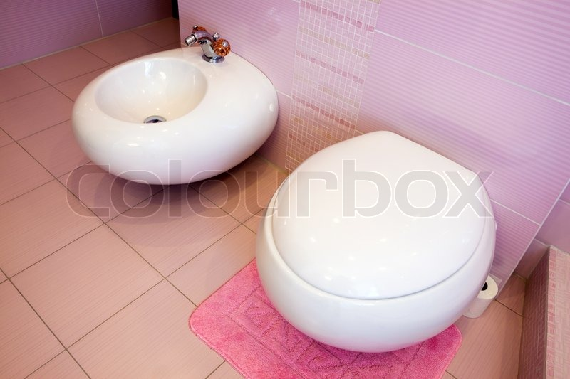 wc und bidet in einem sch nen rosa badezimmer stockfoto colourbox. Black Bedroom Furniture Sets. Home Design Ideas