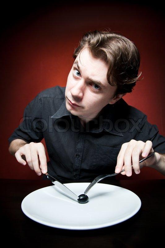 lustige und seltsame junge mann isst  stock bild  colourbox