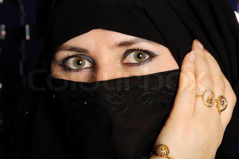 Veshjet e grave myslimane në vende të ndryshme! 2625558-309663-close-up-bild-einer-muslimischen-frau-tragt-einen-schwarzen-schleier