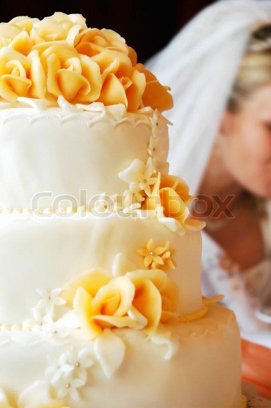 Hochzeitstorte Mit Orangen Marzipan Rosen Stockfoto Colourbox