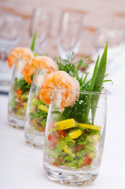 Garnelen Salat im Glas   Stockfoto   Colourbox