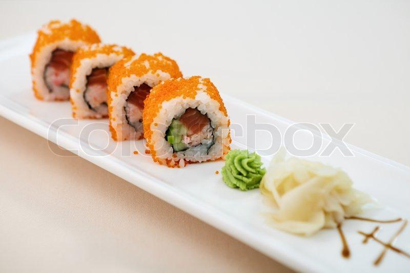 fliegenfischkaviar maki mit wasabi und ingwer stockfoto colourbox. Black Bedroom Furniture Sets. Home Design Ideas