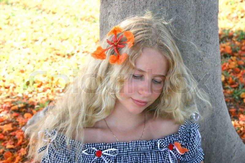 hjemmeside blond ansigt siddende
