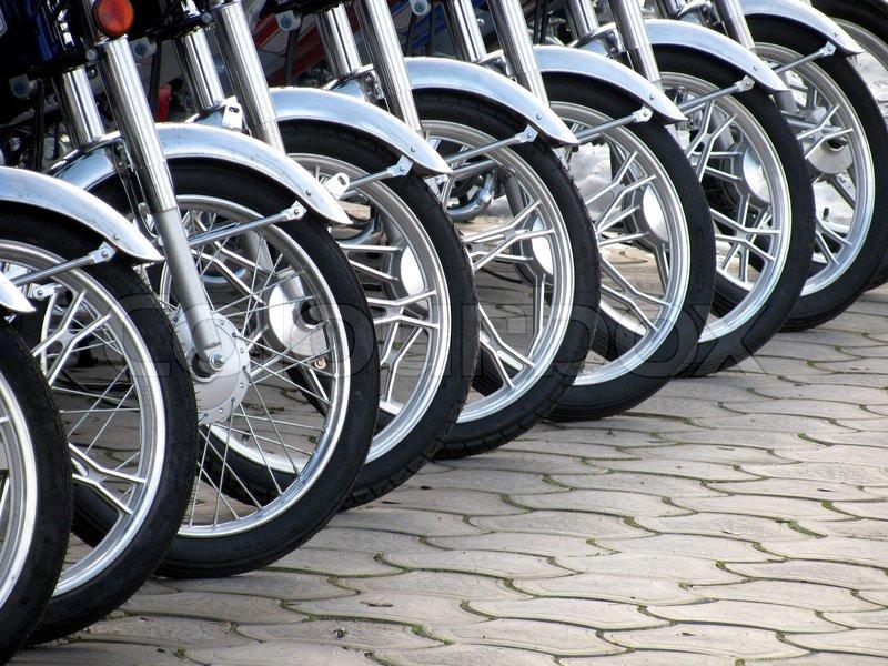 2649028-622868-row-of-motorcycle-wheels.