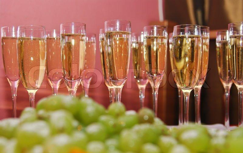 Frisk Sprkling vin i glas , som velkomstdrink | Stock foto | Colourbox PI-65
