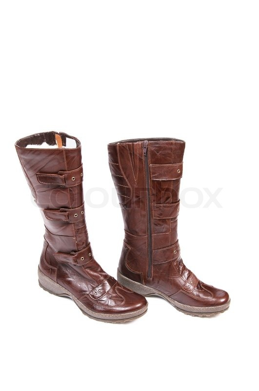 2a5ebf2d4f74 Par trendy brune støvler isoleret på ...