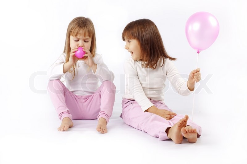 Pictures of girls playing with balloons — img 11