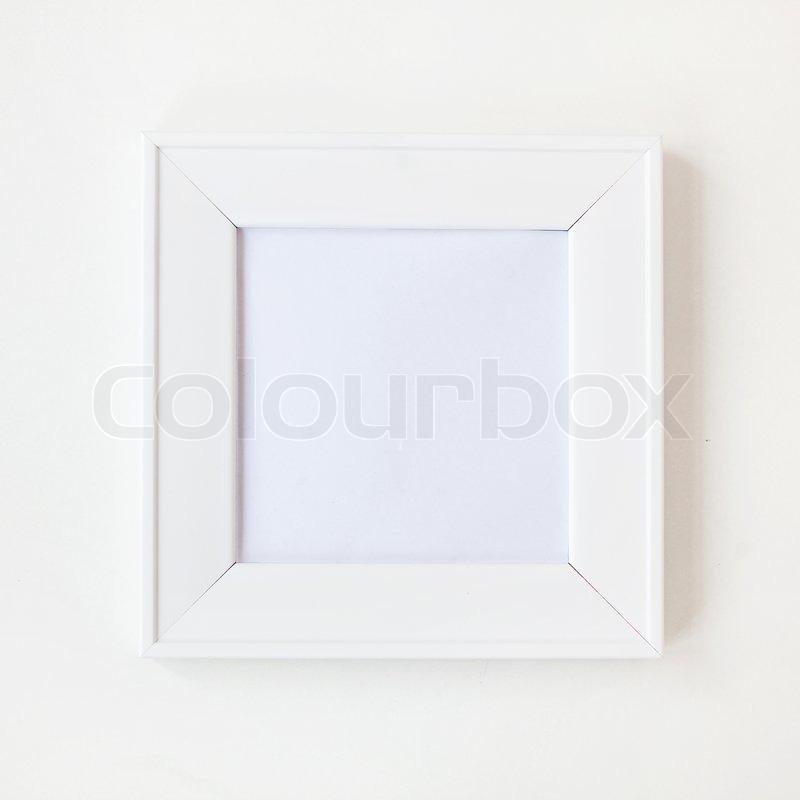 Platz einfache leere weiße Bilderrahmen an der Wand | Stockfoto ...
