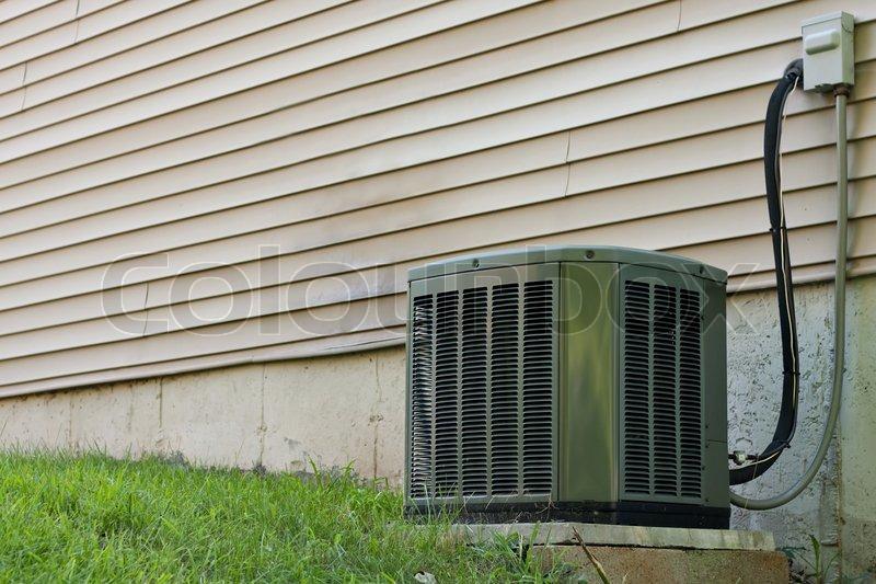 ein wohn zentrale klimaanlage drau en sitzen ein haus f r die regulierung der h user ac auf. Black Bedroom Furniture Sets. Home Design Ideas