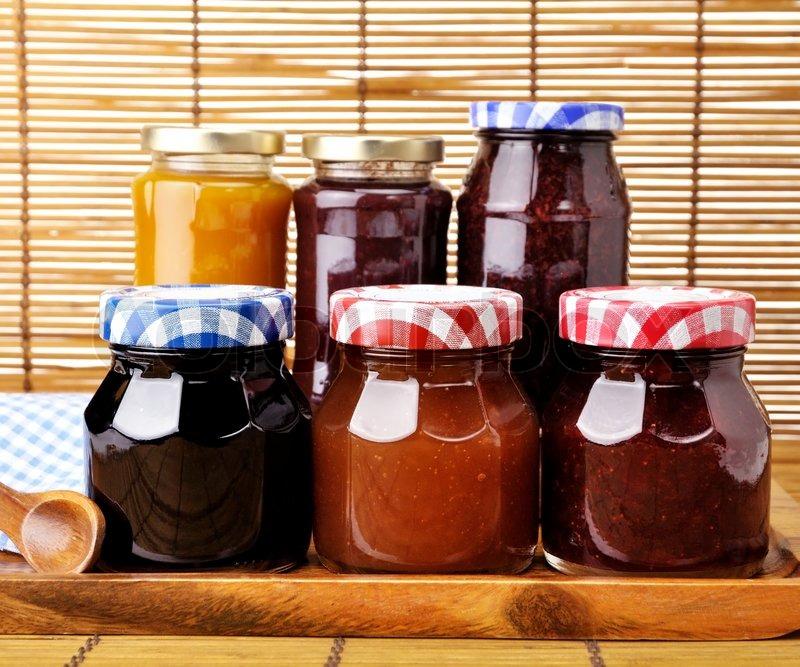 Sortiment von marmelade in die gl ser stockfoto colourbox - Marmelade einkochen glaser ...