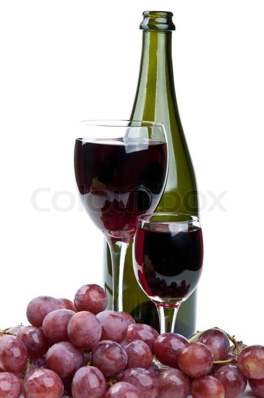 ein glas wein und roten trauben auf einem wei en. Black Bedroom Furniture Sets. Home Design Ideas