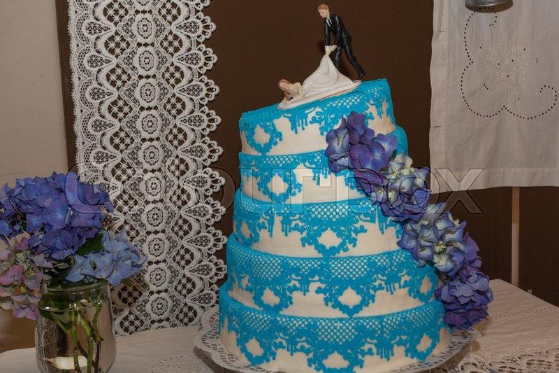 Grosse Und Lustige Hochzeitstorte Stockfoto Colourbox