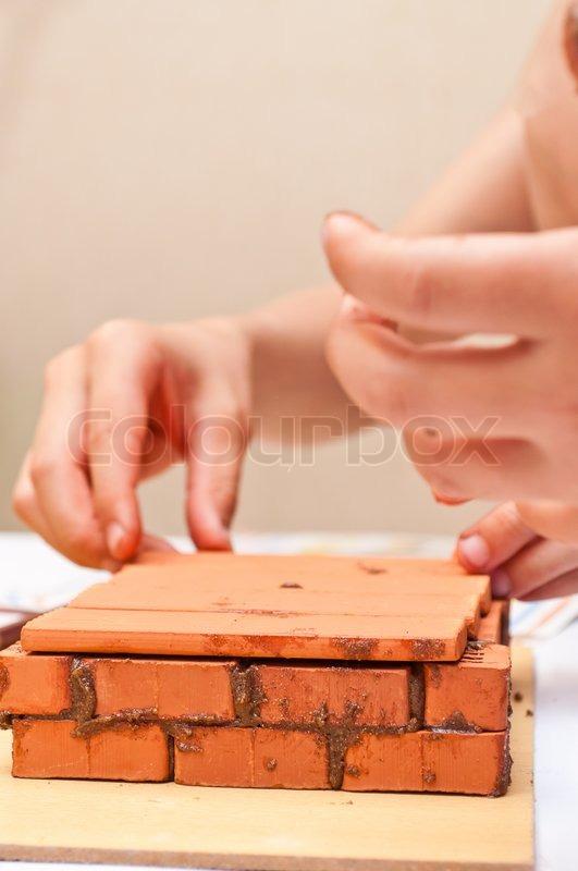 kinder bauen ein kleines haus aus ziegeln stock foto colourbox. Black Bedroom Furniture Sets. Home Design Ideas