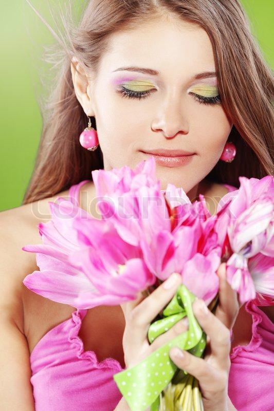 Красивые девочки с цветами