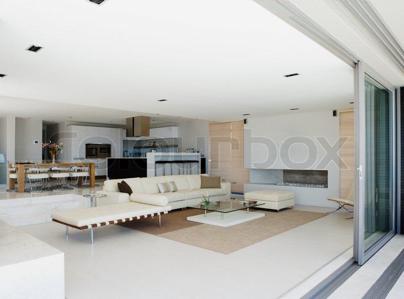 modern home mit offenem boden konzept und glas schiebet ren stockfoto colourbox. Black Bedroom Furniture Sets. Home Design Ideas