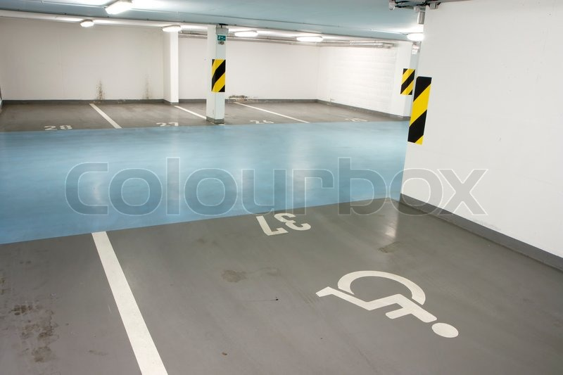Underground garage parking lot in a basement of house for Garage a persan