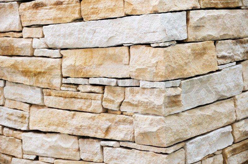 Steine Fliesen Wand : Wand aus Sandstein Steine  StockFoto  Colourbox