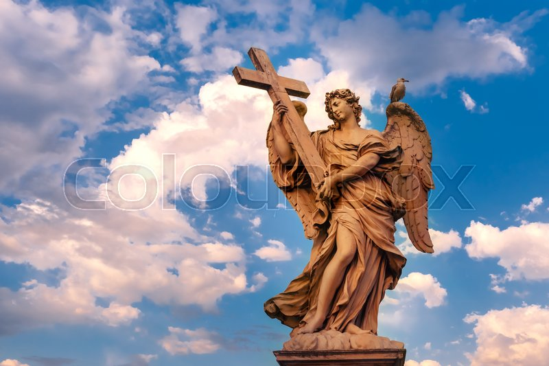 Stock image of 'Marble statue of Angel with the Cross at sunset, one of the ten angels on Saint Angel Bridge, symbols of Christ's Passion, Rome, Italy'