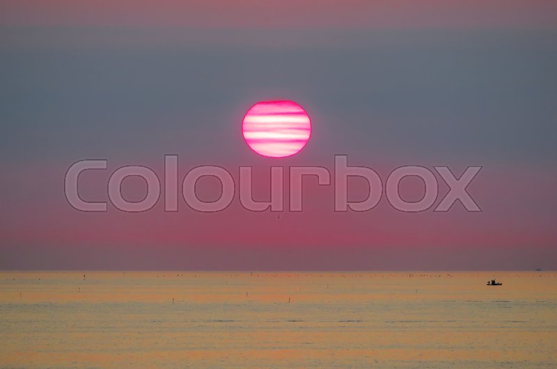 Stock image of 'Morning on the beach. Sunrise water background.'