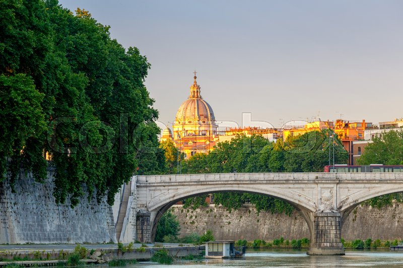 Stock image of 'The city embankment along the Tiber in the historic part of the city. Rome. Italy.'