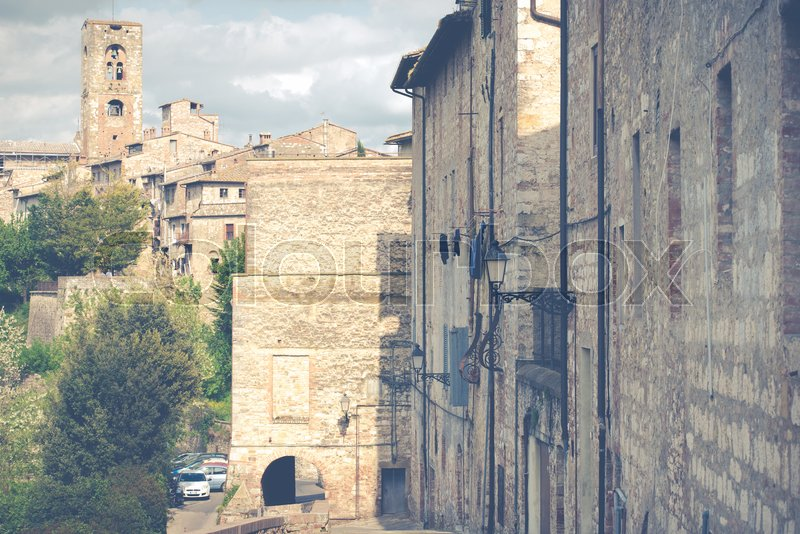 Stock image of 'View of a street in the historic district of Colle Val d'Elsa in Tuscany, near Siena'