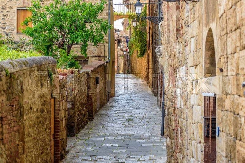 Stock image of 'View of an alley in the historic district of Colle Val d'Elsa a small town near Siena in Tuscany'