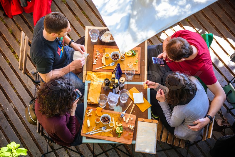 Stock image of 'MANAROLA, ITALY - APRIL 29, 2017 - Some tourists have lunch at a restaurant in the center of the famous town of Manarola in the Cinque Terre National Park.'