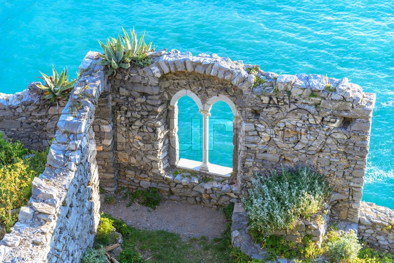 Stock image of 'Crystal sea water from the cliff of the castle of Portovenere in Liguria, Italy near the city of  La Spezia.'