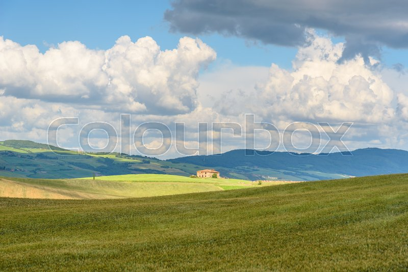 Stock image of 'PIENZA, ITALY - MAY 20, 2017 - View of the countryside of Val'dOrcia Natural Area in Tuscany during spring season'