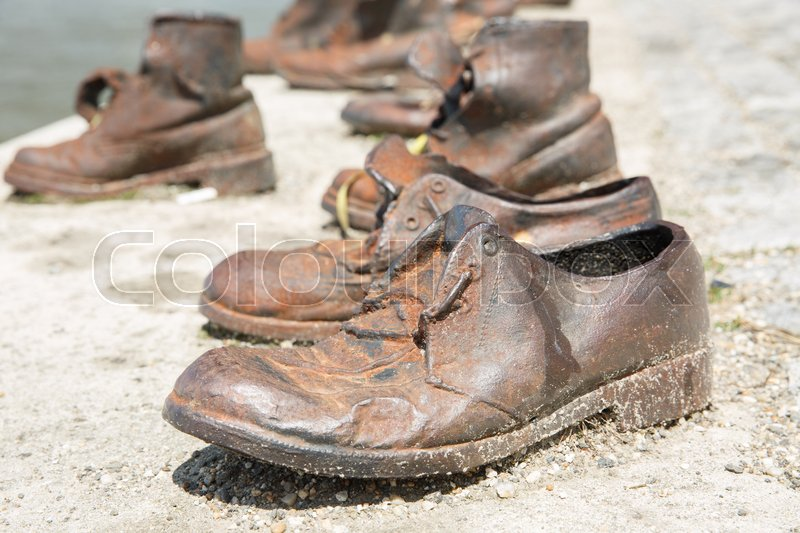 Stock image of 'Monument to the victims of the Holocaust. Men's shoes close-up on the banks of the Danube. Budapest, Hungary '