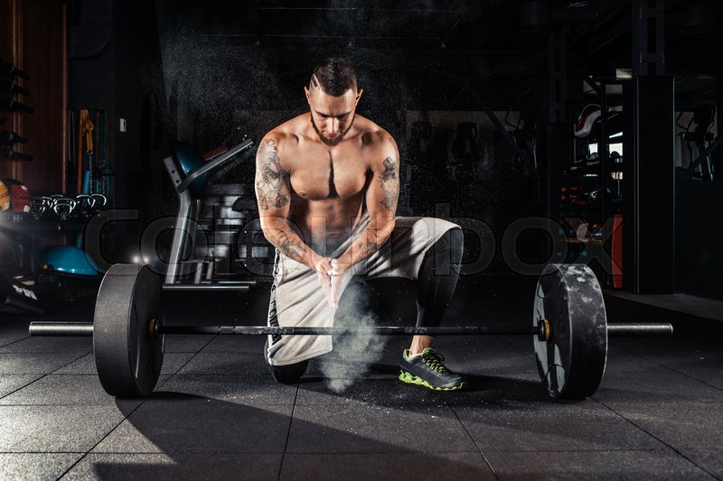 Stock image of 'Young athlete getting ready for crossfit training'