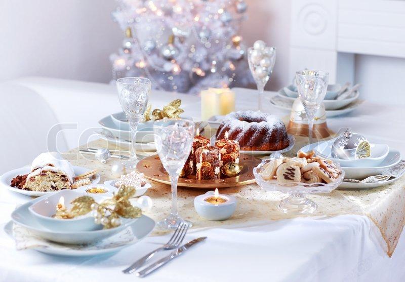 Gedeck Fr Weihnachten In Weien Ton Stockfoto Colourbox