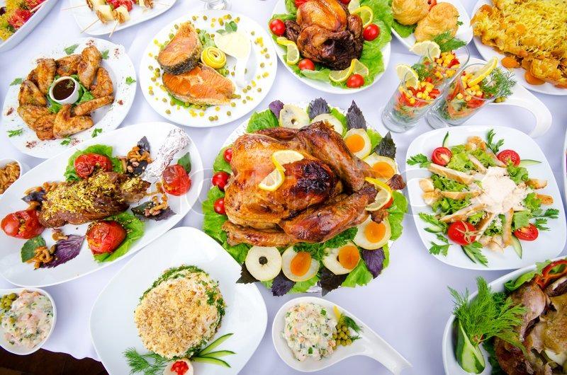 Tisch Serviert Mit Leckeren Mahlzeiten Stockfoto Colourbox