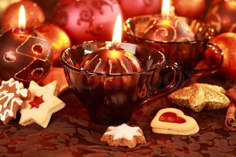 weihnachten stilleben mit kerzen und kekse in braun und rot ton stockfoto colourbox. Black Bedroom Furniture Sets. Home Design Ideas