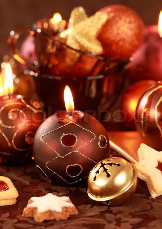 weihnachten stilleben mit kerzen und kekse in braun und. Black Bedroom Furniture Sets. Home Design Ideas